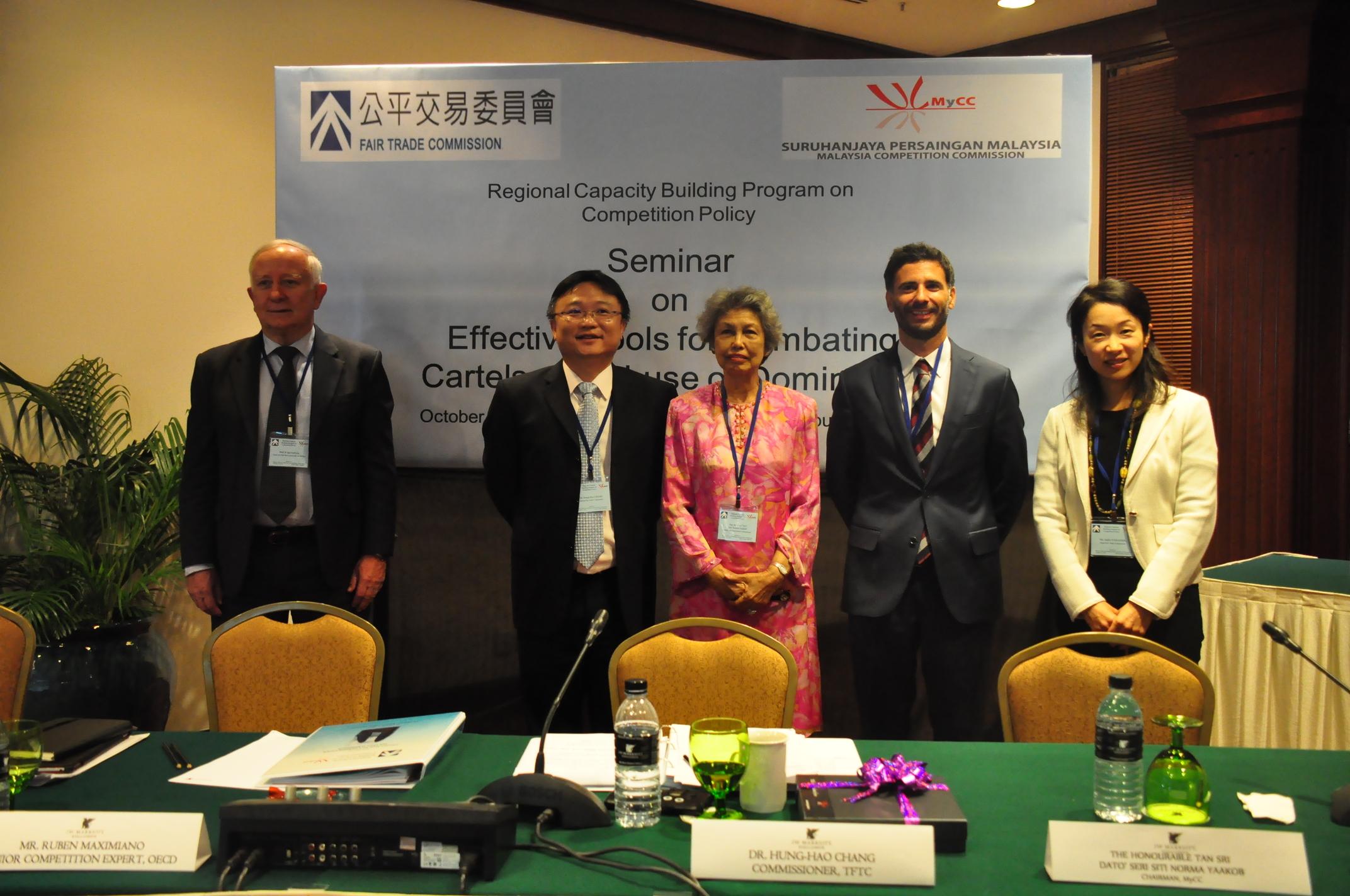 張委員於馬來西亞區域研討會與馬國競爭委員會主任委員及講師合照