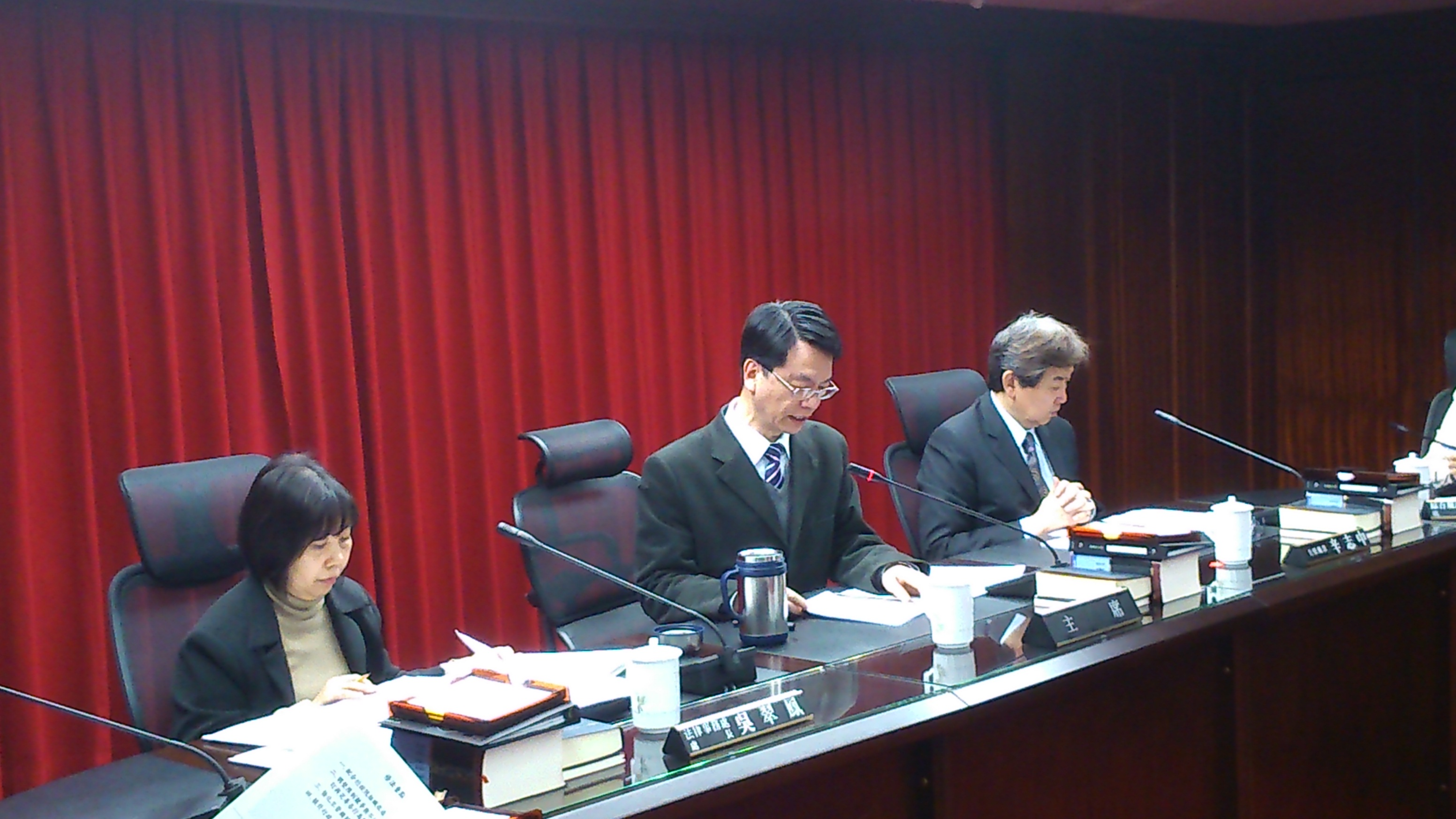 吳前主任委員秀明主持公平法修法記者會