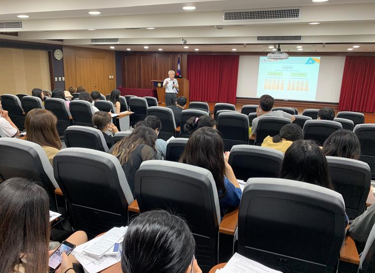 攝於1090629實踐大學國際經營與貿易學系師生參與「公平交易法與多層次傳銷管理法訓練營」活動